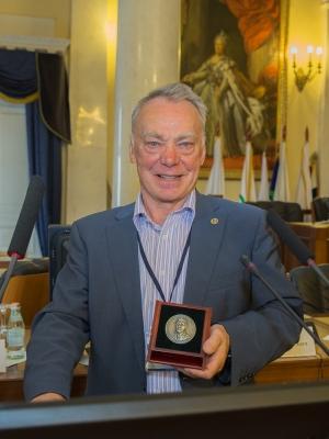 b_400_400_16777215_00___images_news_2014_osipov_medal.jpg
