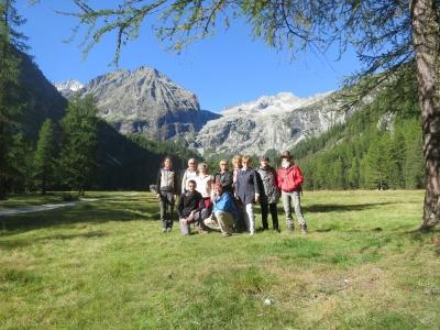 Участники полевой геологической экскурсии в Доломитовых Альпах